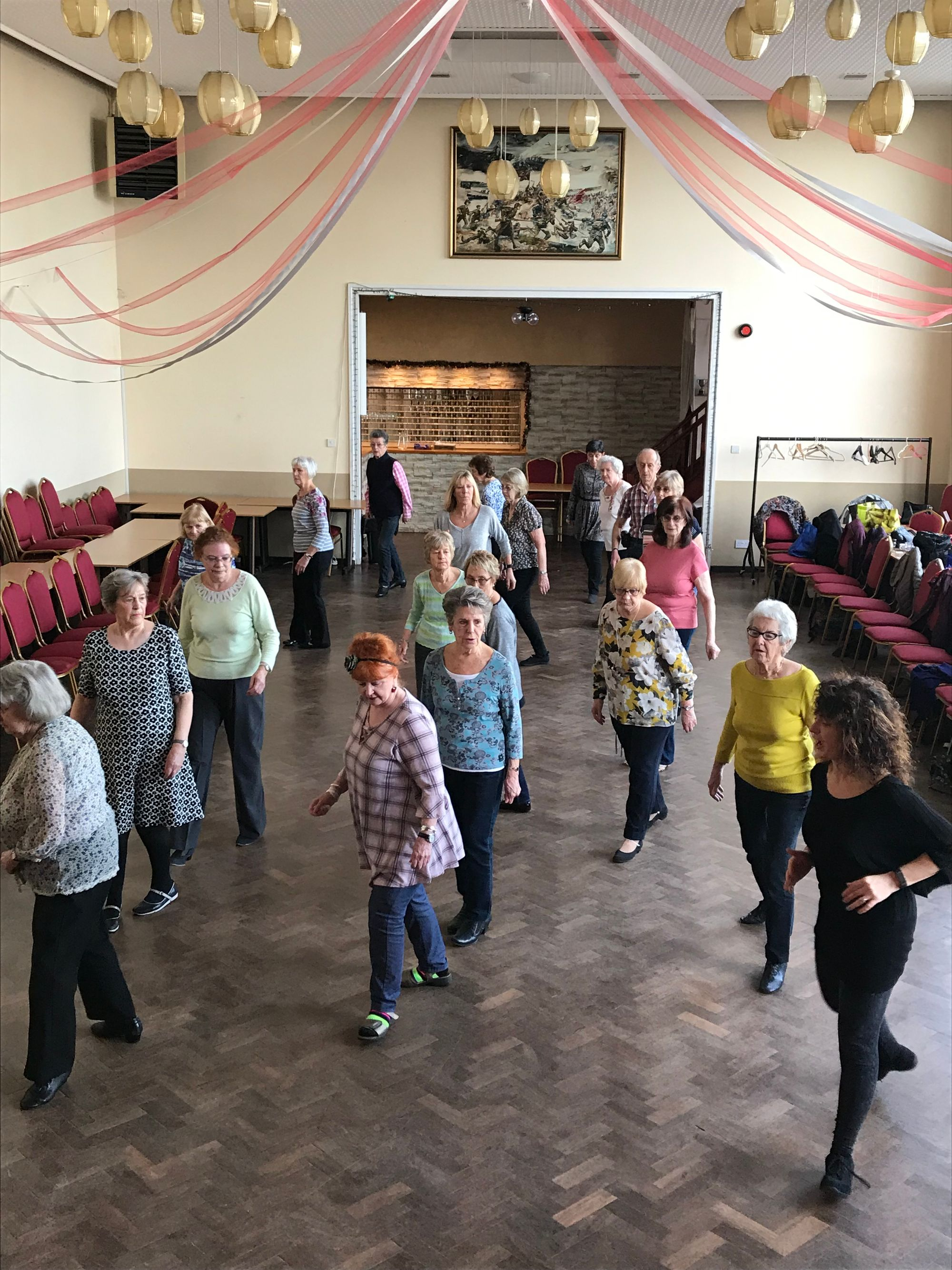 Member group dance to keep healthy