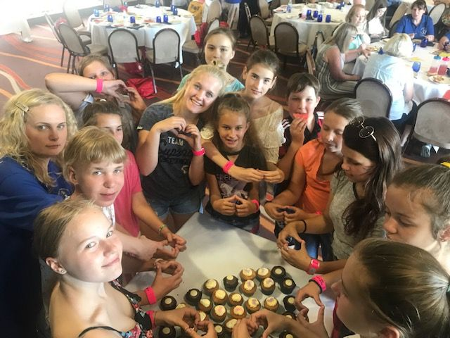 Cup cakes a hit with the children from Belarus